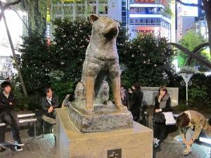 Скульптура Хатико у станции Сибуя